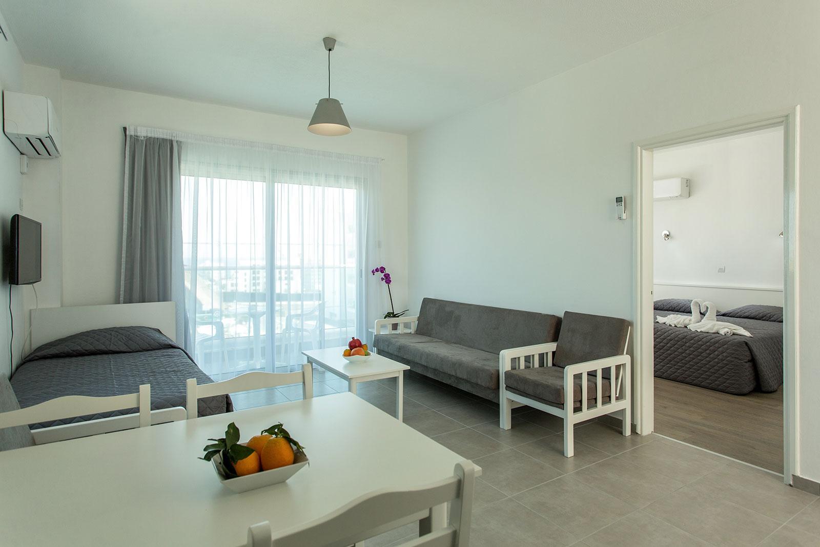 Gallery kapetanios hotels for Bedroom builder